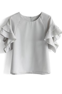 Grey Top with Tiered Frill Sleeves - Tops - Retro, Indie and Unique Fashion Mode Top, Mode Plus, Look Fashion, Unique Fashion, Street Fashion, Fashion Ideas, Raglan, Western Wear, Ruffle Blouse