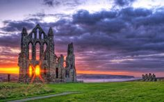 ♥ Suitcases and Sunglasses  Whitby Abbey, England.    (Image published under license. Copyright by James Whitesmith, Flickr Creative Commons.)