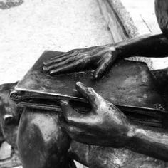 Clarice Lispector . #estatua #statue #riodejaneiro  #blackandwhite #bnw #monochrome #TagsForLikes #instablackandwhite @tags4likesandroidapp #monoart #insta_bw #bnw_society #bw_lover #bw_photooftheday #photooftheday #bw #instagood #bw_society #bw_crew #bwwednesday #insta_pick_bw #bwstyles_gf #irox_bw #igersbnw #bwstyleoftheday #monotone #monochromatic#noir #fineart_photobw