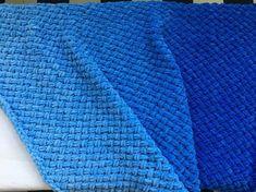 Blue ombre baby boy knit blanket, nursery rug,newborn #couverturebebetricot Whale Nursery, Baby Whale, Nursery Rugs, Baby Blanket Crochet, Crochet Baby, Baby Boy Knitting, Expecting Mom Gifts, Knitted Blankets, Baby Blankets