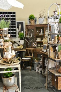 Faded Charm: ~The Farm Chicks Adventure~ great stuff in that booth! Antique Booth Displays, Antique Booth Ideas, Antique Mall Booth, Craft Booth Displays, Booth Decor, Vintage Display, Antique Stores, Display Ideas, Display Wall