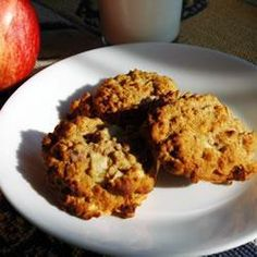 Oat, apple & raisin cookies... time to make my own instead of buying from Pret!