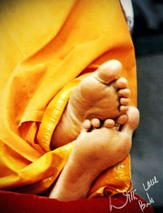 Surrender unto the lotus feet of the lord. <3