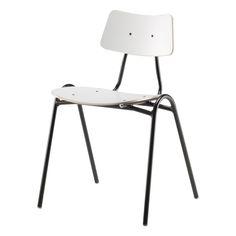 Kultamitalilla vuonna 1955 palkittu, Kurt Hvitsjön suunnittelema Tuoli 50 on luultavasti tunnetuin Isku klassikko, jonka tukevassa otteessa useat meistä ovat istuneet jo kouluajoillamme, onhan tuoli useissa kohteissa aktiivisessa käytössä edelleenkin. Tuoli 50 edustaa 50-luvun nostalgiaa ja on hyvin yhdistettävissä moderneihin huonekaluihin.  99,00 €