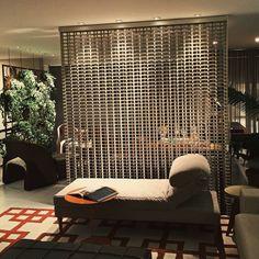 HOME+OFFICE+HOME : Sofás e divãs por Fabio Pantaleão Arquitetura+Interiores