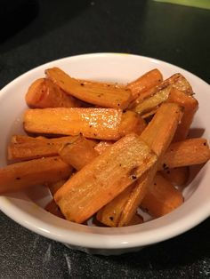 Roasted air fryer carrots made in half the time of an oven. Includes tips on using baby carrots, frozen carrots, and how to reheat them as leftovers. Air Fryer Oven Recipes, Air Fry Recipes, Side Dish Recipes, Cooking Recipes, Ninja Recipes, Carrots Side Dish, Cooked Carrots, Roasted Carrots, Healthy Cooking