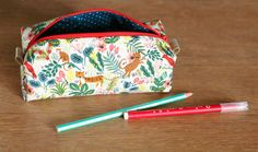 DIY Nicole la trousse d'école Diy Bags Purses, Star Wars, Camping Gifts, Couture Sewing, Pen Case, Practical Gifts, Diy Hacks, Creative Gifts, Retro Fashion