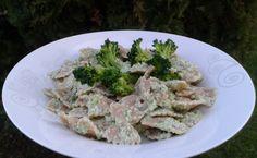 Paste cu pesto de broccoli - o alegere excelentă pentru o cină constistentă, savuroasă și pregătită rapid, adevată întregii familii. Poftă bună! Pesto, Broccoli, Chicken, Food, Meals, Yemek, Buffalo Chicken, Eten, Rooster