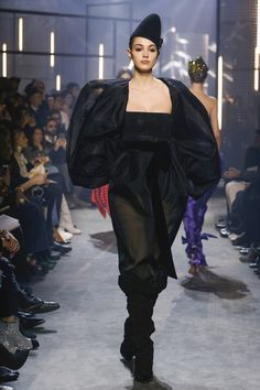 The complete Alexandre Vauthier Spring 2018 Couture fashion show now on Vogue Runway. Spring Couture, Haute Couture Fashion, Fashion Show Collection, Couture Collection, Spring Summer 2018, Spring Summer Fashion, Camille Hurel, Alexandre Vauthier, Vintage Couture