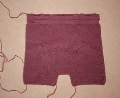 This Pin was discovered by pep Baby Knitting Patterns, Knitting Designs, Crochet For Kids, Knit Crochet, Knitted Baby Clothes, Baby Booties, Lace Shorts, Baby Boy, Rompers