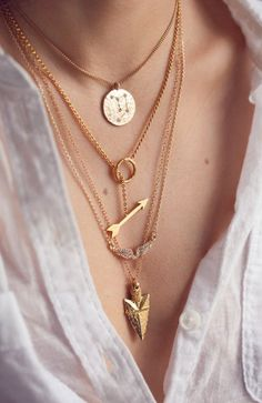 Love the layering of dainty necklaces
