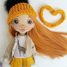 Instagram media torrytoys - Вы любите желтый цвет? А жирафов? Этот рыжик победил всех кукол по количеству нарядов, я даже все не осилила сфотографировать #torrytoys #dollstagram #кукларучнойработы #рыжаякукла #солнышко #dolls #handmadedoll #handmadewithlove #beautiful #popularphoto #moscow #gifts
