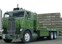 We haul bulk apples from farms to process plants. when we're not drilling. Semi Trucks, Big Rig Trucks, Cool Trucks, Freightliner Trucks, Flatbed Towing, Western Star Trucks, Model Truck Kits, Truck Transport, Equipment Trailers