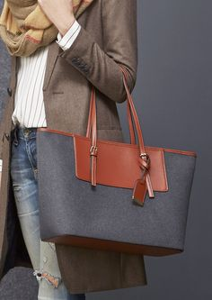 grey flannel colorblock tote // the perfect fall bag!