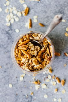 Maple Cinnamon Pecan Overnight Oats to start your morning off right! Healthy, lactose-free, and refined sugar free. So perfect for breakfast! Easy Healthy Breakfast, Healthy Snacks, Breakfast Recipes, Healthy Breakfasts, Brunch Recipes, Breakfast Ideas, Brunch Ideas, Sweets Recipes, Eating Healthy