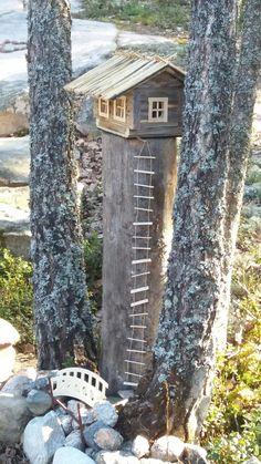 Tonttutalo puutarhaan vanhasta lintulaudasta.