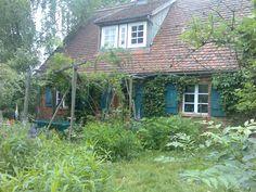 Uriges Bauernhaus. Rustikal eingerichtet mit dem Flair der fast unberührten Natur im Garten.