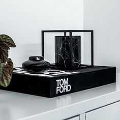 Timbale pour bougie marbre Marquina Noir - The Luxuriate House Doctor, Muuto, Floating Nightstand, Tom Ford, Cool Stuff, Home Decor, Marble, Candle, Light Fixture