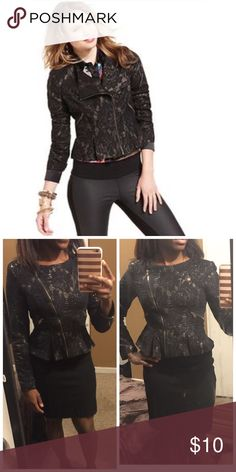 ⏰ Flash sale - Black and gold lace peplum blazer Zips up in the front. Classy chic. XOXO Jackets & Coats Blazers