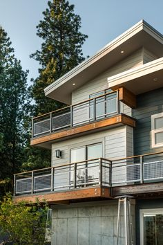 Blog Cabin features not just one but two decks to take advantage of the gorgeous lake and mountain views.