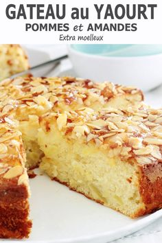 Gâteau au yaourt pommes, amandes, hyper moelleux Apple Recipes, Sweet Recipes, Cake Recipes, Dessert Recipes, Apple And Almond Cake, Almond Cakes, Apple Cake, Yogurt Cake, Food Cakes