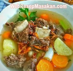 sop iga sapi kuah bening Asian Recipes, Beef Recipes, Soup Recipes, Cooking Recipes, Ethnic Recipes, Indonesian Cuisine, Malaysian Food, Breakfast For Dinner, Daily Meals