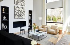 We asked Andrew Bowen, director of staging for ASH Staging, what makes a home feel luxe and inviting. Ahead, we lay out his top five real estate staging tips for creating your dream space. Home Staging Cost, Real Estate Staging, Sell Your House Fast, Kitchen Cabinet Colors, Interior Design Services, Beautiful Space, Elle Decor, Soft Furnishings, Home Lighting