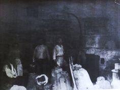 Storia del Molino Carosi (Lariano - RM)  La storia di questo molino inizia con Carosi Francesco:  nato nel 1862, diventa mugnaio verso la fine fine del 1800 - inizi 1900. In una foto scattata nel 1915 si possono vedere i due personaggi nel molino mentre lavorano. In quei tempi le pietre del molino giravano con un motore a vapore per poi passare, in piena guerra, ad un motore a scoppio appartenente ad una motocicletta a cingoli tedesca.