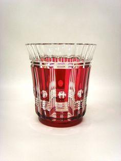 CRISTAL VAL ST LAMBERT, Vase Art Déco en cristal doublè rouge, création de Charles GRAFFART pour le Val St Lambert, hauteur 18 cm, belle qualité