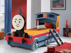 Kinderbetten Designs Eine Bunte Lokomotive Mit Gesicht