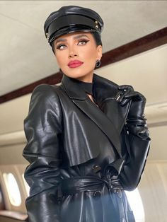 Long Leather Coat, Leather Trench Coat, Leather Gloves, Leather Jacket, Trench Coats, Leder Outfits, Stylish Hats, Outfits With Hats, Leather Dresses