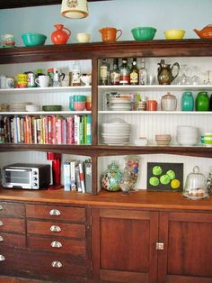 kitchen hutch storage arrangement - this one is great and very much my style: Storage-02_rect540