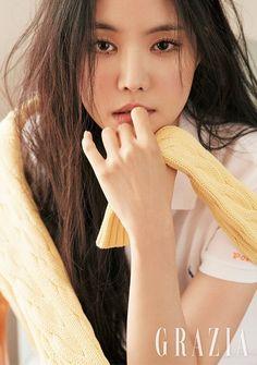 Apink Naeun - Grazia Magazine May Issue South Korean Girls, Korean Girl Groups, Bae, Makeup Inspiration, Style Inspiration, Grazia Magazine, Apink Naeun, Son Na Eun, Park Min Young