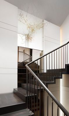 Staircase Runner, Staircase Railings, Staircase Design, Staircases, Interior Stairs, Interior And Exterior, Architecture Details, Interior Architecture, Staircase Contemporary