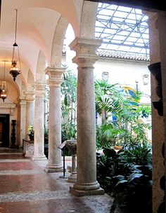 Vizcaya: The entire residence is build around this courtyard