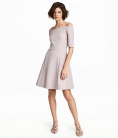 Crêppad klänning | Ljus mullvad | Dam | H&M SE