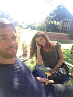 Oh my god! What is happening?! Michael Weatherly & Cote de Pablo, behind the scenes pic...don't look too closely at the building in the back if you don't want to be spoiled. (You just looked, didn't you?)
