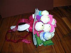 un bouquet di fiori di feltro e chupachups
