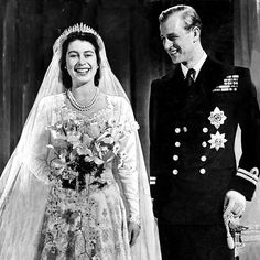How the Queen lost her heart slow dancing to a show tune from Oklahoma! England ~ Princess Elizabeth & Phillip [later Queen Elizabeth II & Prince Philip] at their wedding, November 1947 Princesa Elizabeth, Princesa Diana, Royal Brides, Royal Weddings, Young Prince Philip, Royal News, Prinz Philip, Reine Victoria, English Royal Family