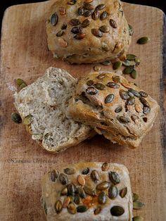 Nastoletnie Wypiekanie: Bułki z pestkami dyni Muffin, Bread, Breakfast, Recipes, Food, Kitchen, Cuisine, Meal, Brot