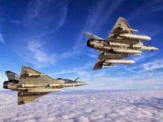 Aviones Caza y de Ataque: Dassault Mirage 2000         Armamento Cañones: 2× cañón revólver DEFA 554 de calibre 30 mm, con 150 proyectiles cada uno.  Misiles Magic y Super 530. Puntos de anclaje: 9 en total (4× pilones subalares, 5× soportes bajo el fuselaje) con una capacidad de 6.300 kg, para cargar una combinación de: Bombas: 9× bombas de propósito general Mk 82 de 227 kg (500 libras) Cohetes: contenedores de 18 cohetes de 68 mm Matra  Misiles: Misiles aire-aire: 6× MBDA MICA IR/RF, de…