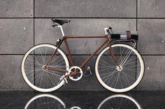 Si chiama Bycicled ed è una #bici interamente costruita con gli scarti delle #auto in rottamazione! Un'idea #originale ed #innovativa...direttamente da #Madrid