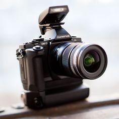 Olympus Trip, Camera Frame, Best Dslr, Shooting Gear, Olympus Digital Camera, Camera Gear, Photography Camera, Vintage Cameras, Lens