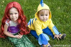 Adorable DIY Little Mermaid and Flounder costumes! The Ariel costume has a repositionable fin, and the no-sew toddler Flounder costume is super easy to make out of a yellow hoodie. Brother Sister Halloween, Sister Halloween Costumes, Ariel Costumes, Family Halloween, Baby Costumes, Halloween Costumes For Kids, Halloween Recipe, Women Halloween, Halloween Projects