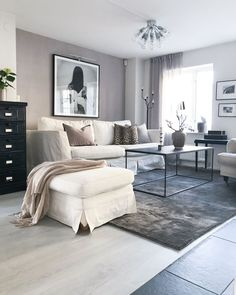 Living Room Rug Design Ideas To Take Your Breath Away - Best Home Ideas and Inspiration Simple Living Room, Small Living, Home And Living, Room Rugs, Rugs In Living Room, Living Spaces, Wall Colors, Home Accessories, Interior Design