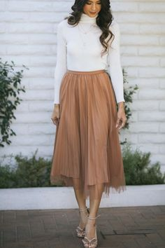 Alice Pleated Tulle Midi Skirt Alice Pleated Tulle Midi Skirt - Morning Lavender Boutique Skirts<br> Shop the Alice Pleated Tulle Midi Skirt - boutique clothing featuring fresh, feminine and affordable styles. Midi Rock Outfit, Midi Skirt Outfit, Dress Skirt, Pleated Skirt, Long Skirt Outfits, Modest Outfits, Modest Clothing, Lazy Outfits, College Outfits