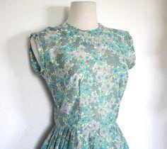 SALE Vintage 1950's Dress // 50s Pretty Floral by TrueValueVintage