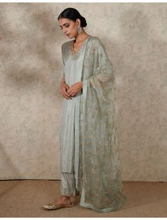 Indian Dresses, Indian Outfits, Frock Suit Online Shopping, Salwar Suits, Salwar Kameez, Kurti, White Anarkali, Kurta With Pants, Party Suits