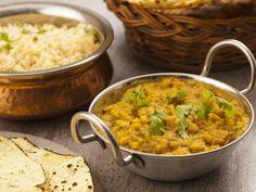 curcuma, huile, oignon, feuille de curry, piment vert, lentille, coriandre, tomate pelée, sel