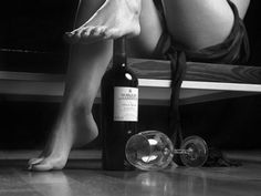 SASHA : black-and-white-photography-drinks-Wines-Beds-Senual-Items-drink-sexy-tags-Klasse-Wine-Glasses-wino-Suzies-alcohol_large Wine Photography, Boudoir Photography, Conceptual Photography, Photography Women, Big Bottle Of Wine, Woman Wine, Fade To Black, In Vino Veritas, Wine Time
